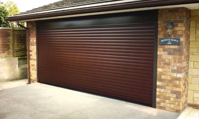 7 REASONS TO INSTALL ROLLER GARAGE DOOR IN YOUR HOME