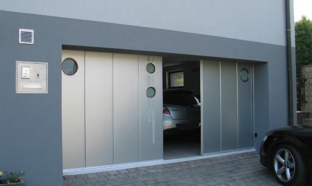 SIDE SLIDING GARAGE DOOR